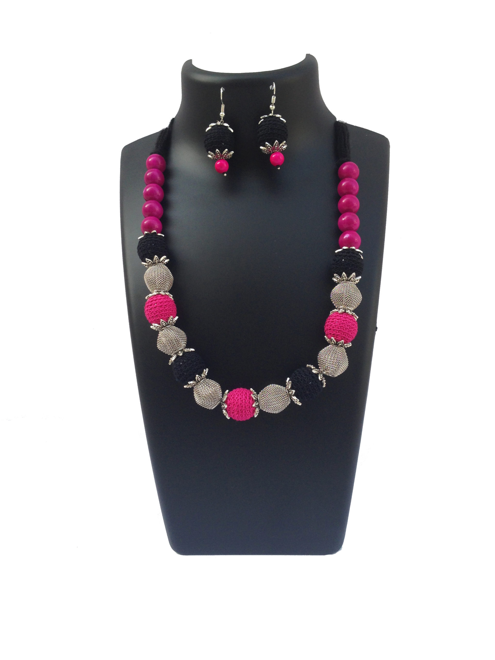 crochet-necklace-hotpink