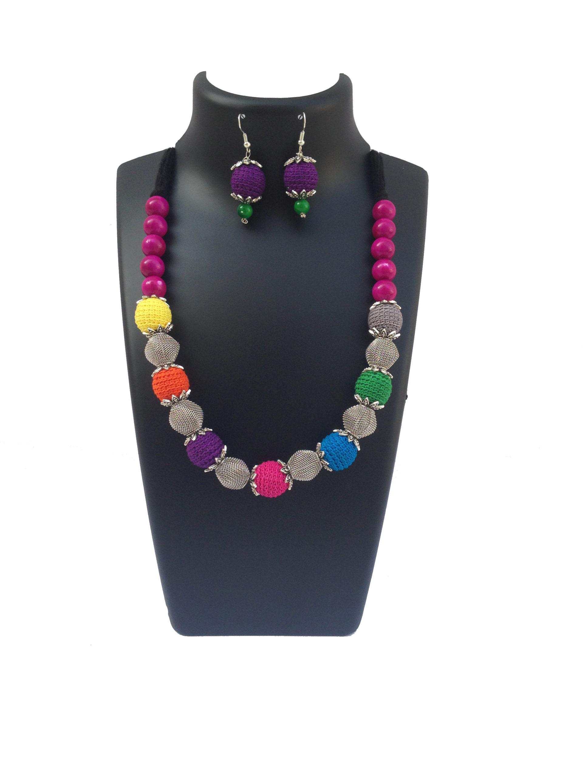 multicolored-neckalce